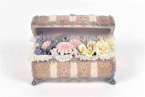 Lladro - Porcelain figurine Flower chest - c.1970