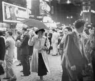 Louis Faurer - Times Square, New York, 1948 (Woman with