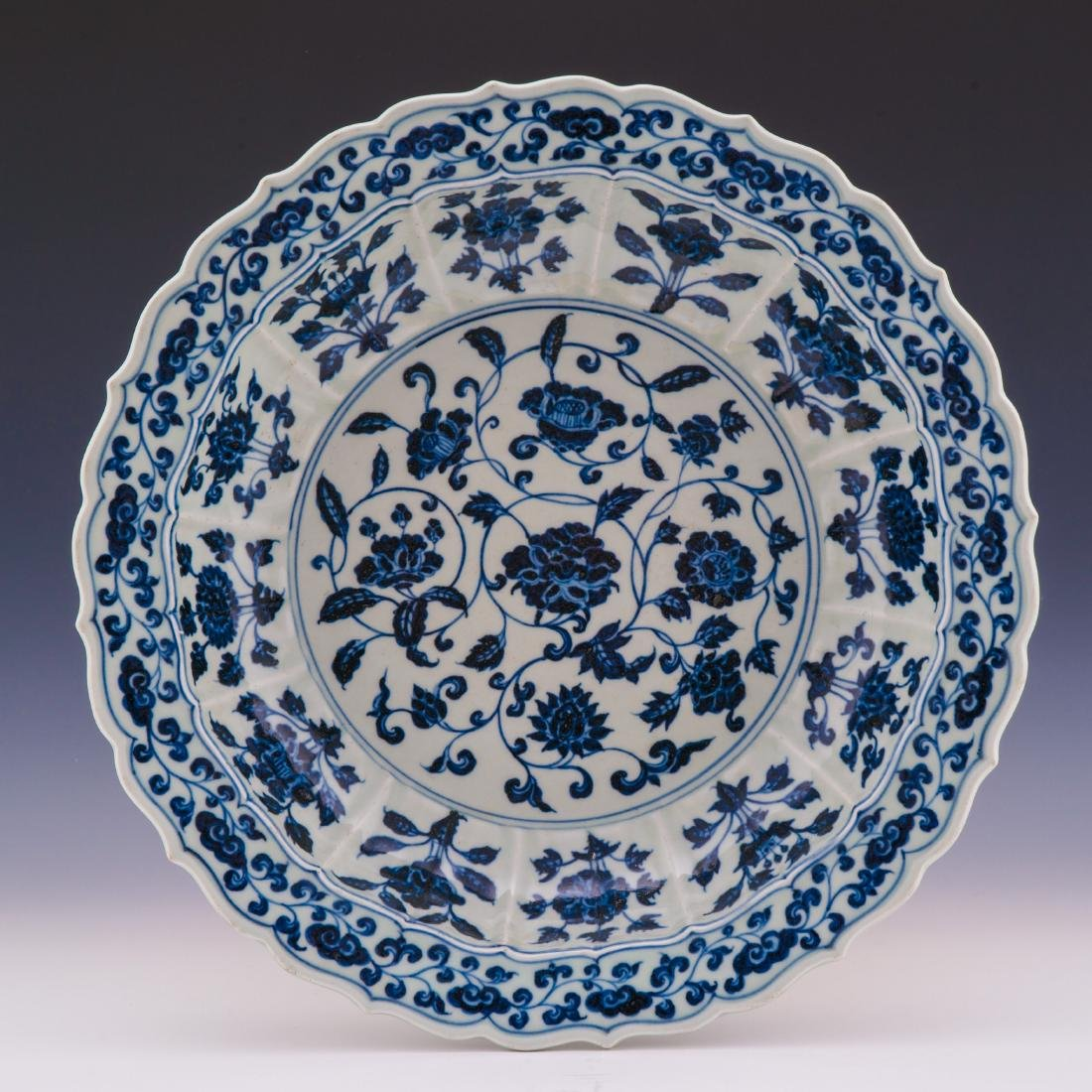XUANDE BLUE & WHITE CHARGER WITH BARBED RIM