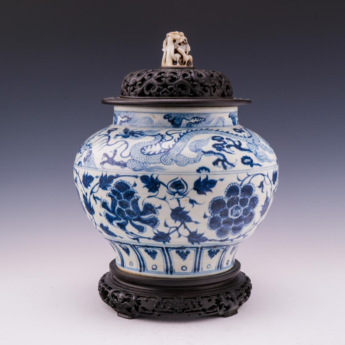 MING BLUE & WHITE FLORAL HELMET JAR & JADE FINIAL