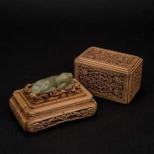 CHINESE YELLOW JADE DOG IN BOXWOOD BOX