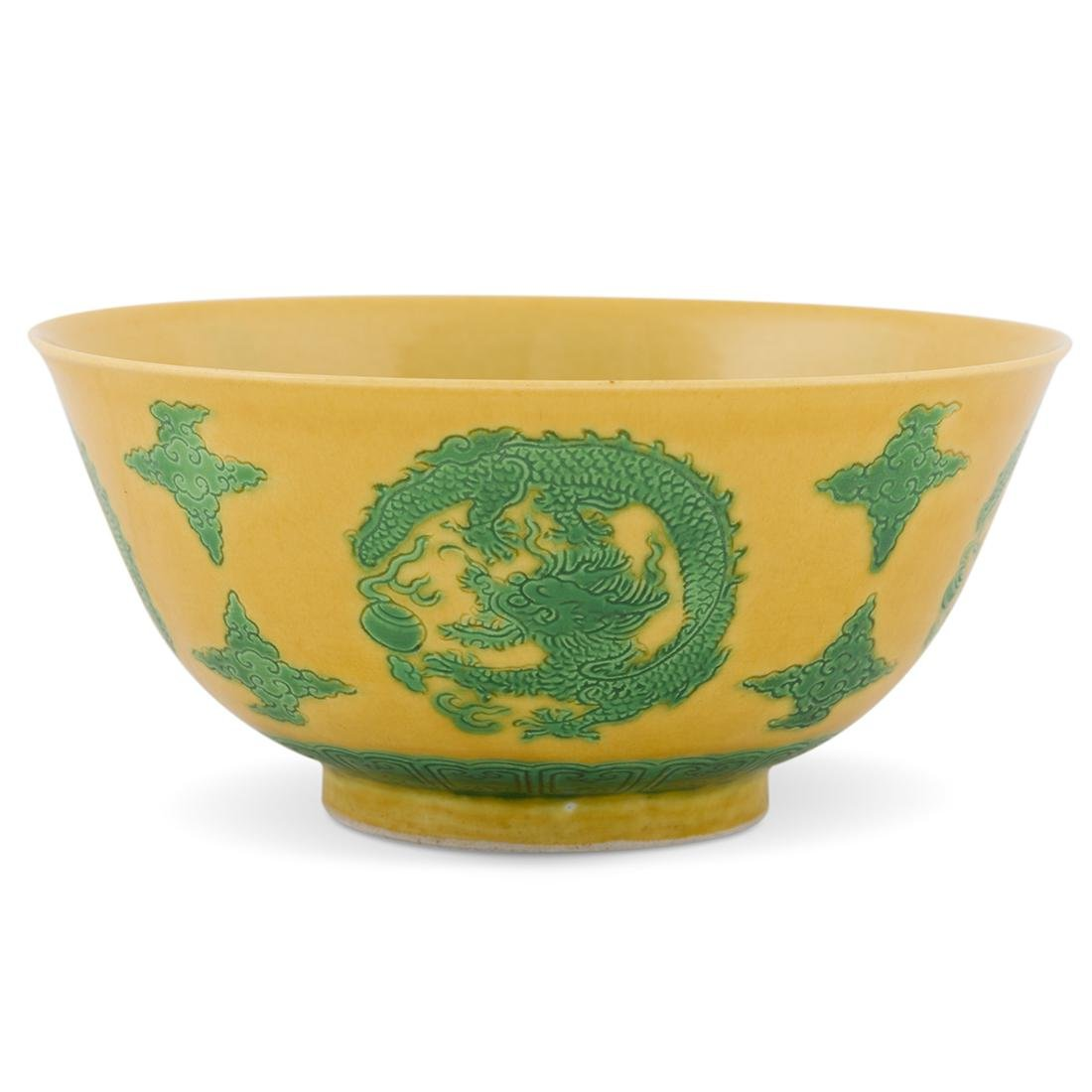 17/18TH C KANGXI SANCAI MEDALLION BOWL