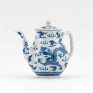 CHINESE BLUE & WHITE DRAGON MOTIF LIDDED TEA POT