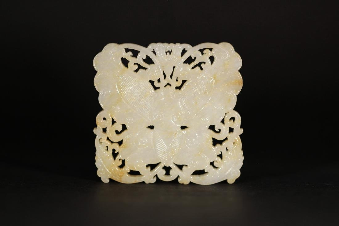 A WHITE JADE CARVED BUTTERFLY PENDANT   QING DYNASTY - 2