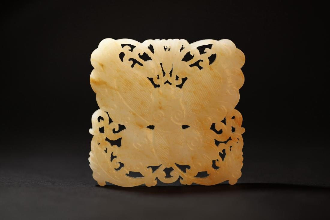 A WHITE JADE CARVED BUTTERFLY PENDANT   QING DYNASTY - 7