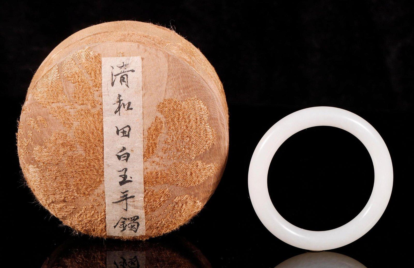 """Qing Dynasty - Carved """"Hetian"""" Jade Bracelet"""