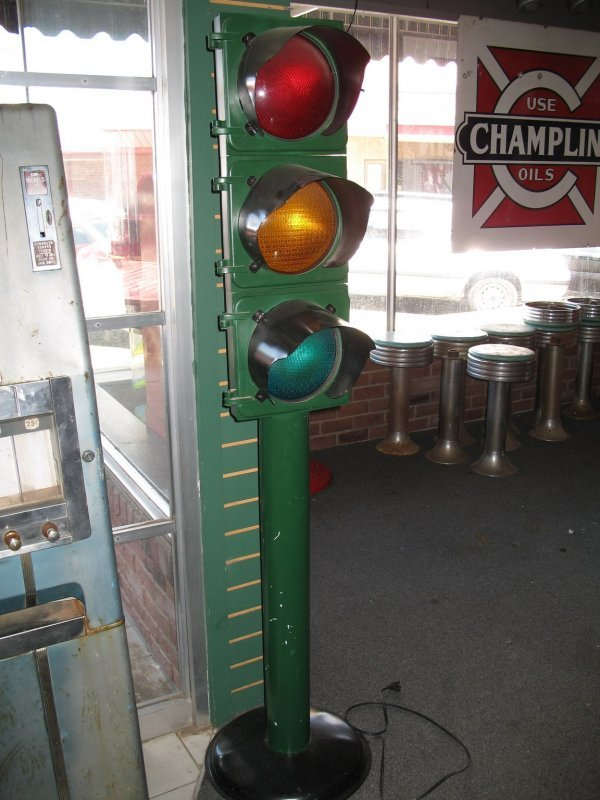 6: TRAFFIC STOP LIGHT ON STAND