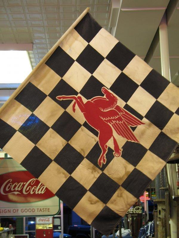 408: VINTAGE MOBIL PEGASUS CHECKERED FLAG - 3