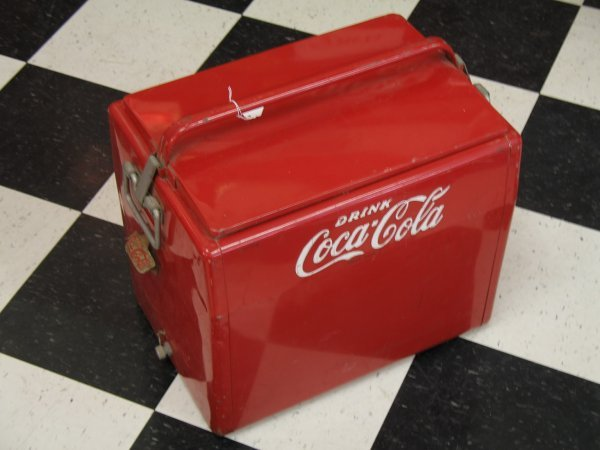 435: 1950s COCA-COLA CAVALIER PICNIC COOLER ICE CHEST - 10