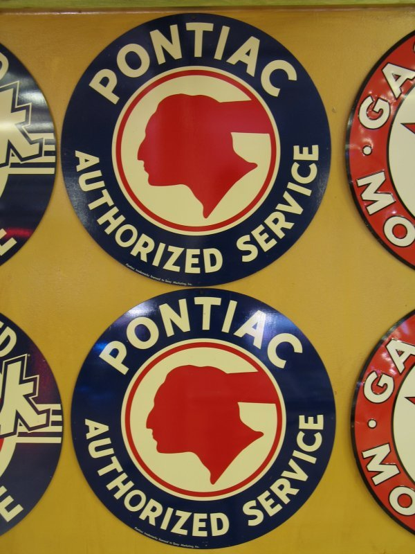 510: PONTIAC AUTHORIZED SERVICE SIGNS REPRODUCTION