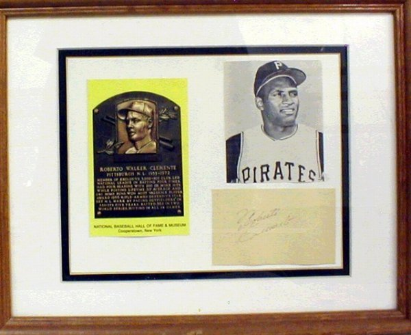 1021: HOF Roberto Clemente Framed Photo & Autograph