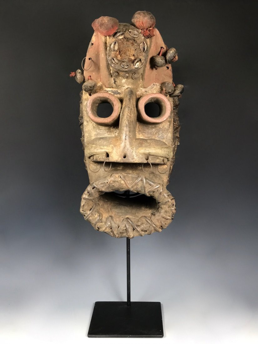 We/Wobe Mask with Metal Stand