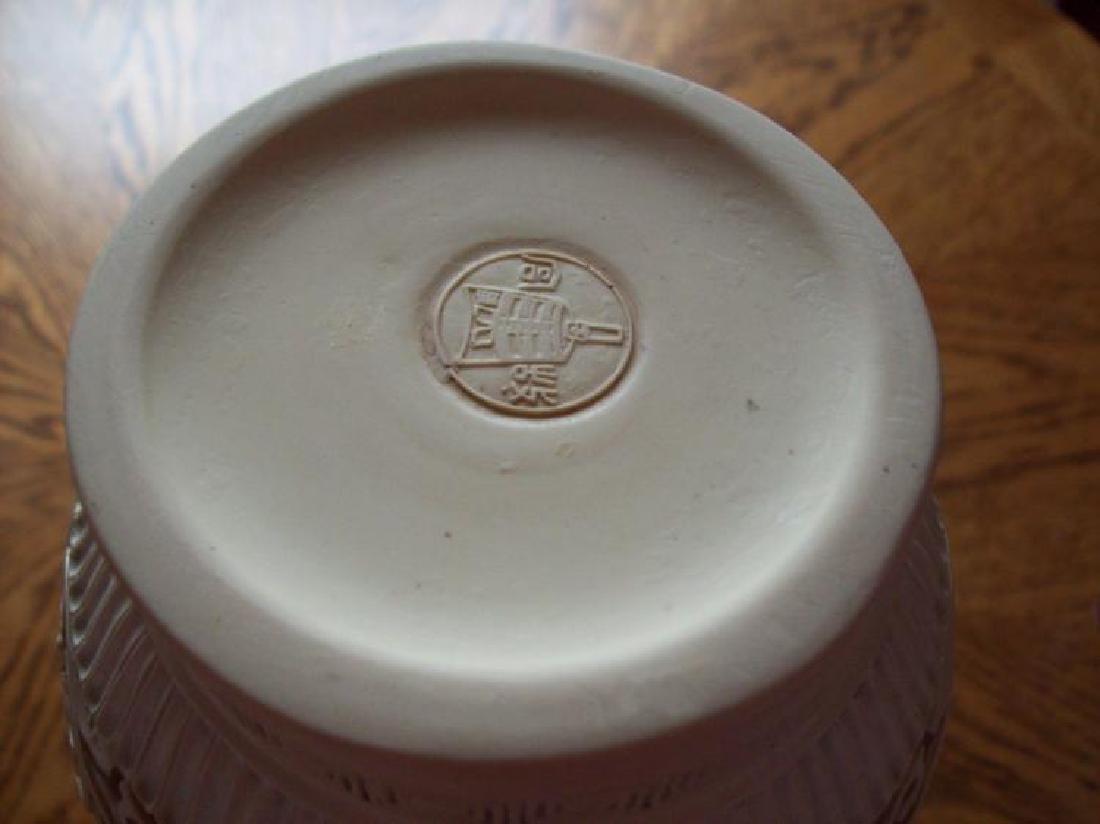 Hand Carved Ornate Hallmarked Chinese Cinnabar Vase - 8