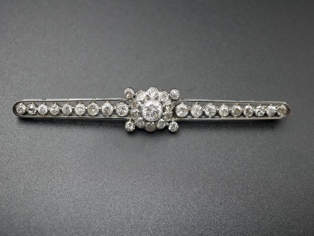 Broche barette en or gris et platine ornée d'un diamant