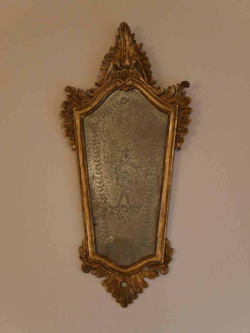 Miroir vénitien gravé en bois doré -  - H : 79cm