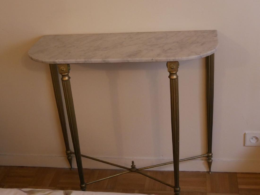 Console en métal doré - Dessus de marbre blanc - Pose s