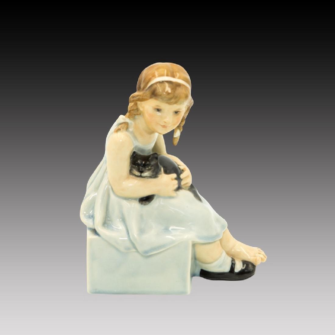 Royal Doulton Figurine HN18 Pussy