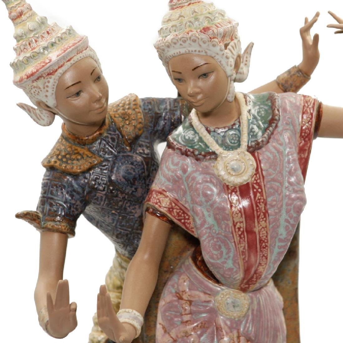 Lladro Large Figurine Thai Couple Dancers #2058 - 4