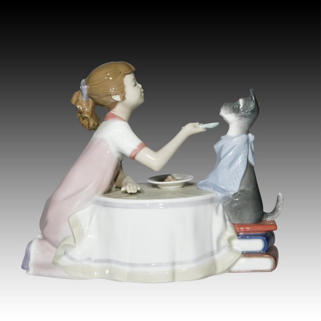"""Lladro """"Tea Time"""" # 9197 Figurine"""