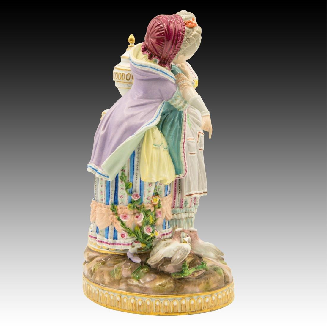 Meissen Figurine with 2 Women with Birds and Urn - 2