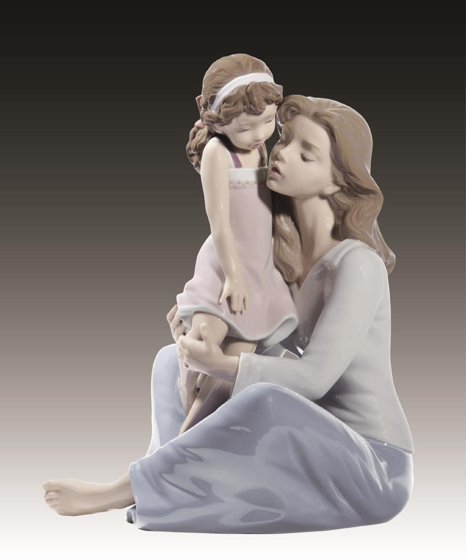 Lladro Mommy's Little Girl Figurine 8623