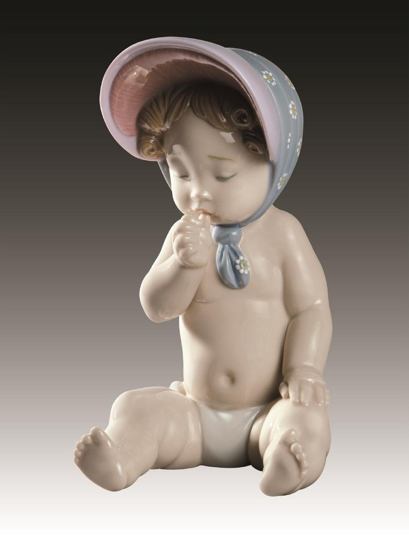 Lladro Girl with Bonnet Figurine 9126