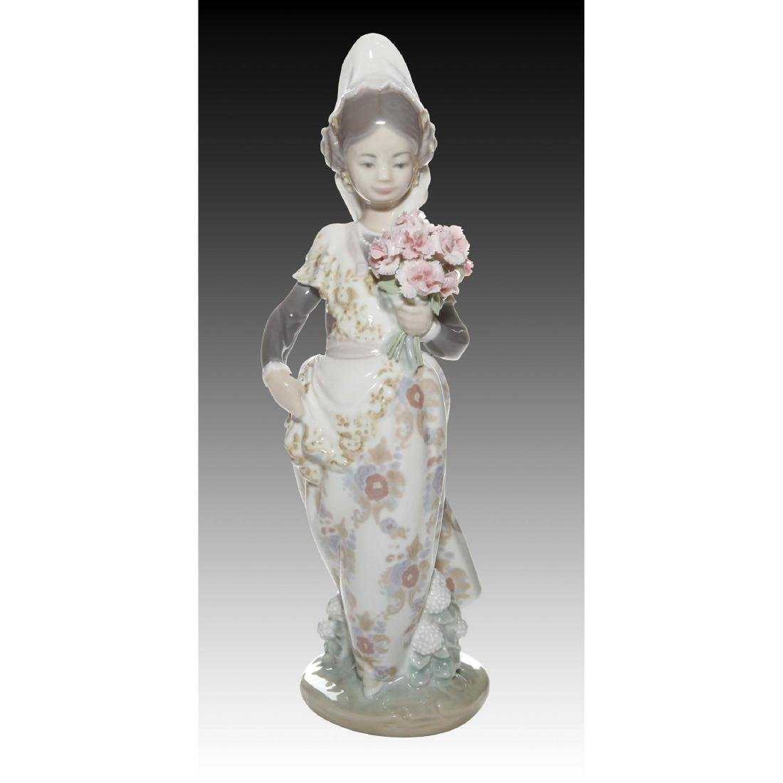 LLADRO VALENCIAN LADY FIGURINE 1304 RETIRED 2004
