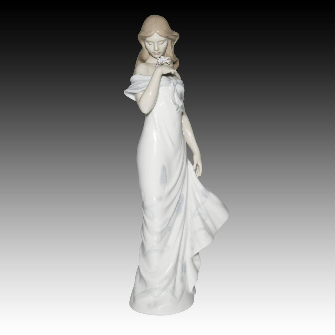 LLADRO A FLOWER'S WHISPER FIGURINE 6918