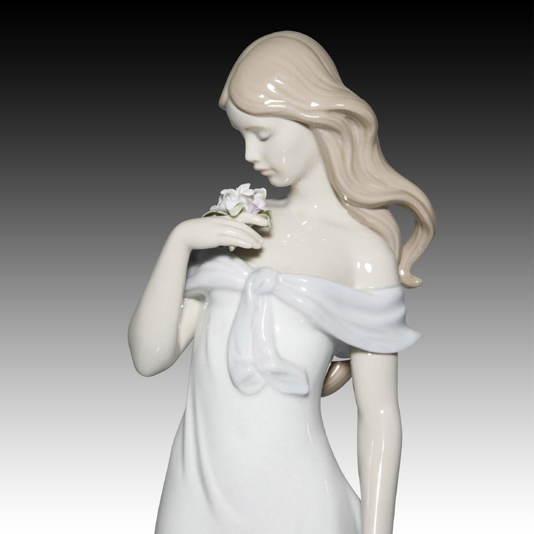 LLADRO A FLOWER'S WHISPER FIGURINE 6918 - 2