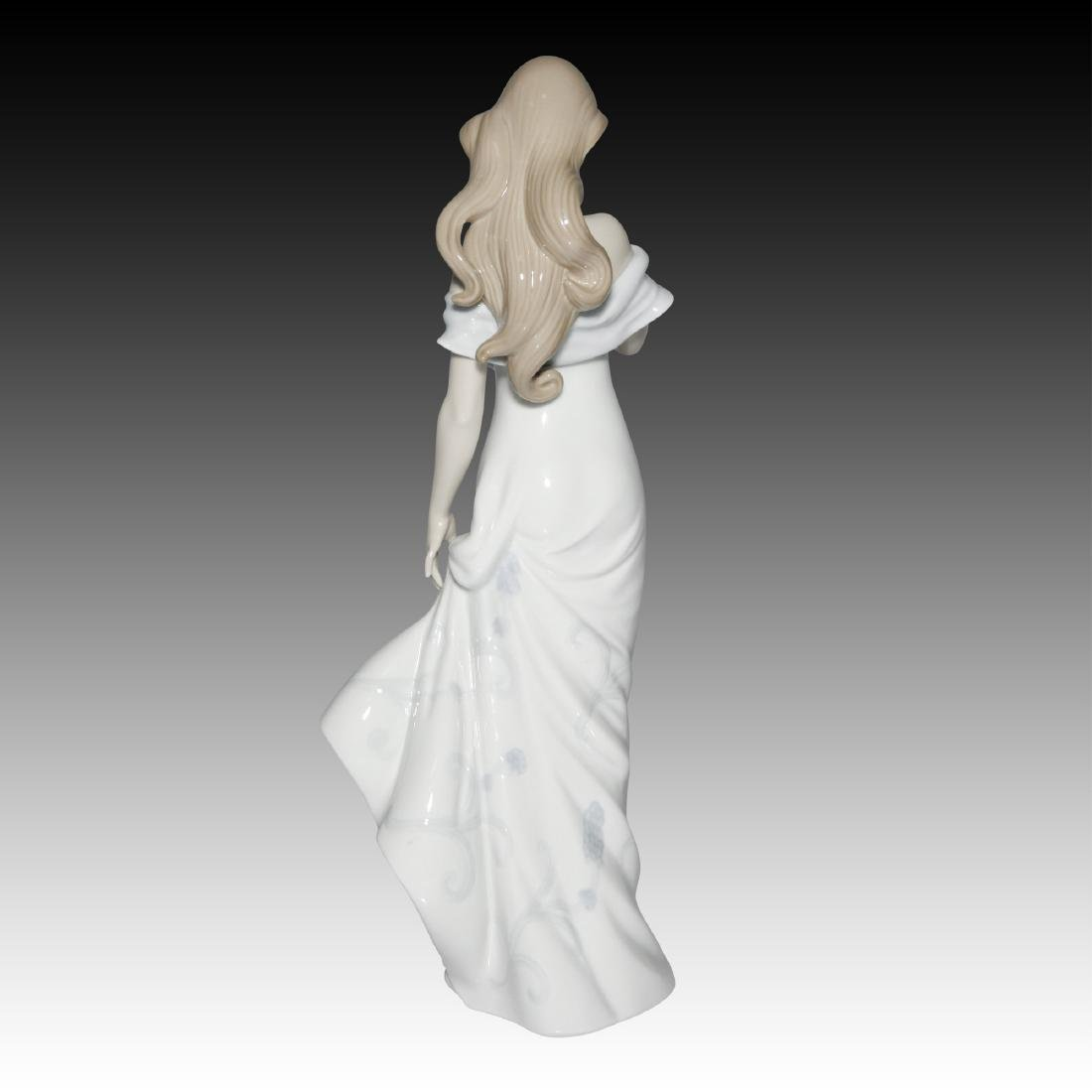 LLADRO A FLOWER'S WHISPER FIGURINE 6918 - 3