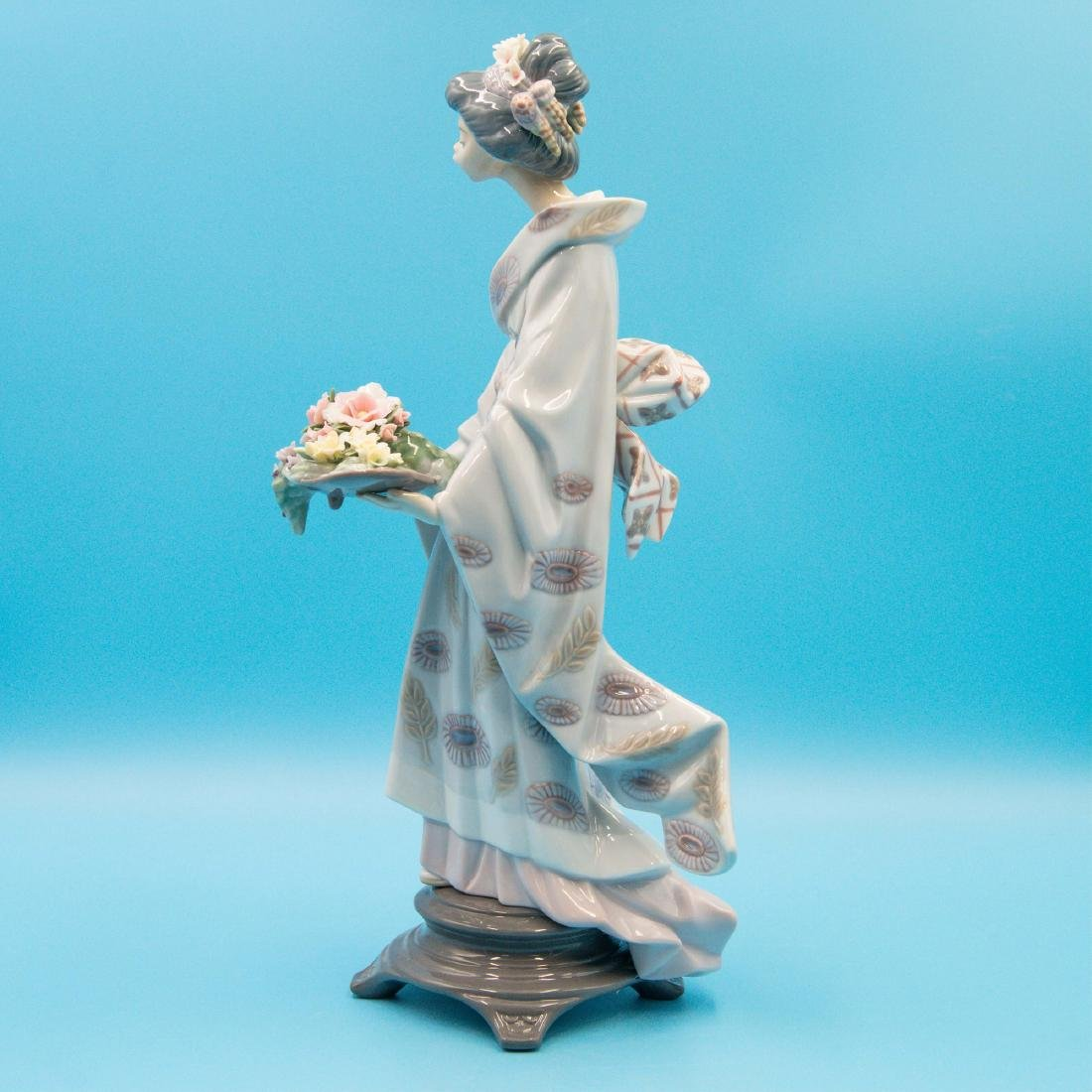 LLADRO NATURE'S GIFTS PORCELAIN FIGURINE - 2