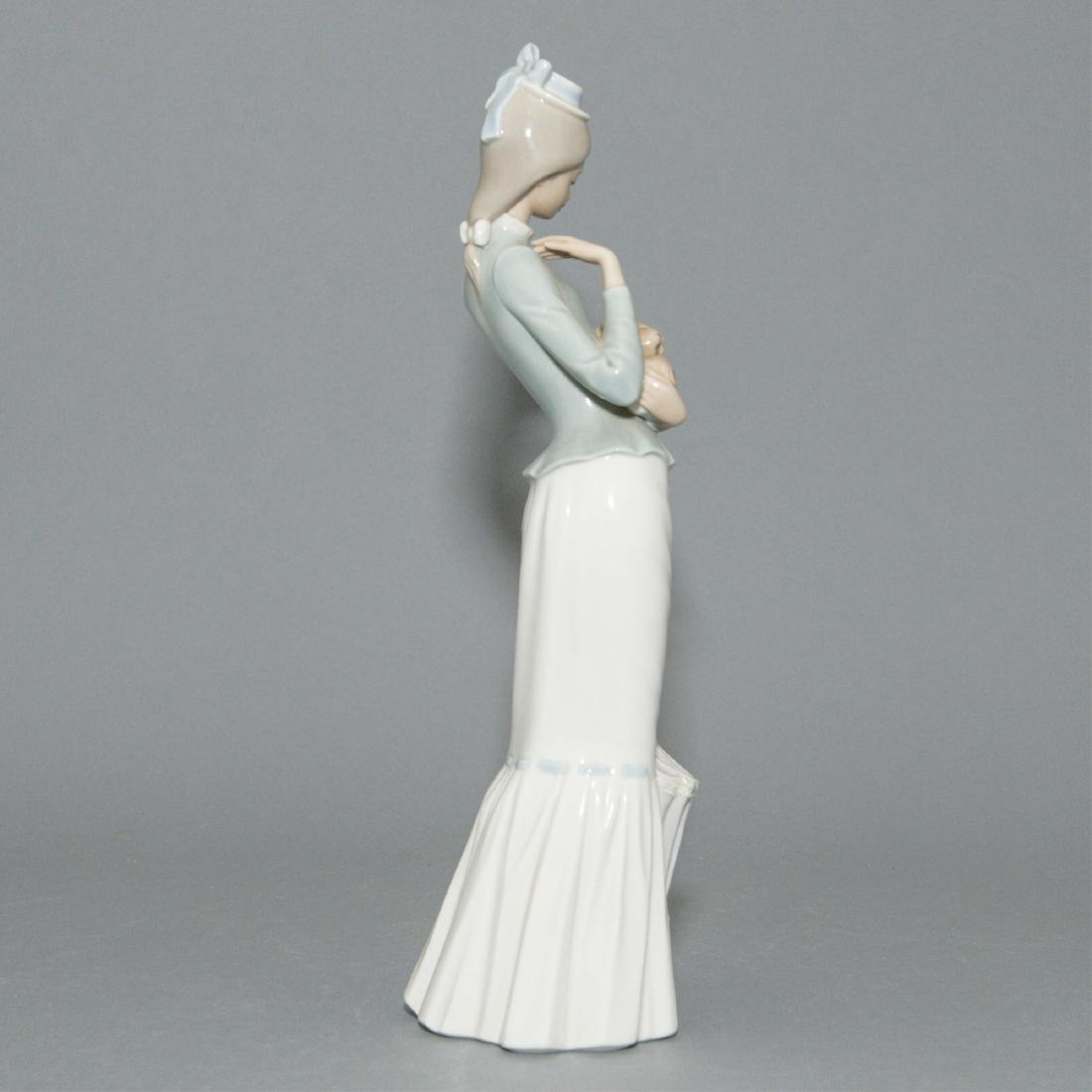 LLADRO WALK WITH THE DOG FIGURINE 4893 - 4