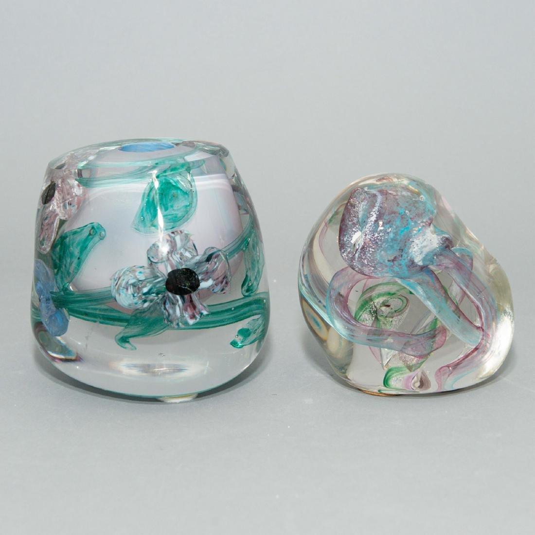 PAIR OF LISA LEYDON ART GLASS VASE AND SCULPTURE