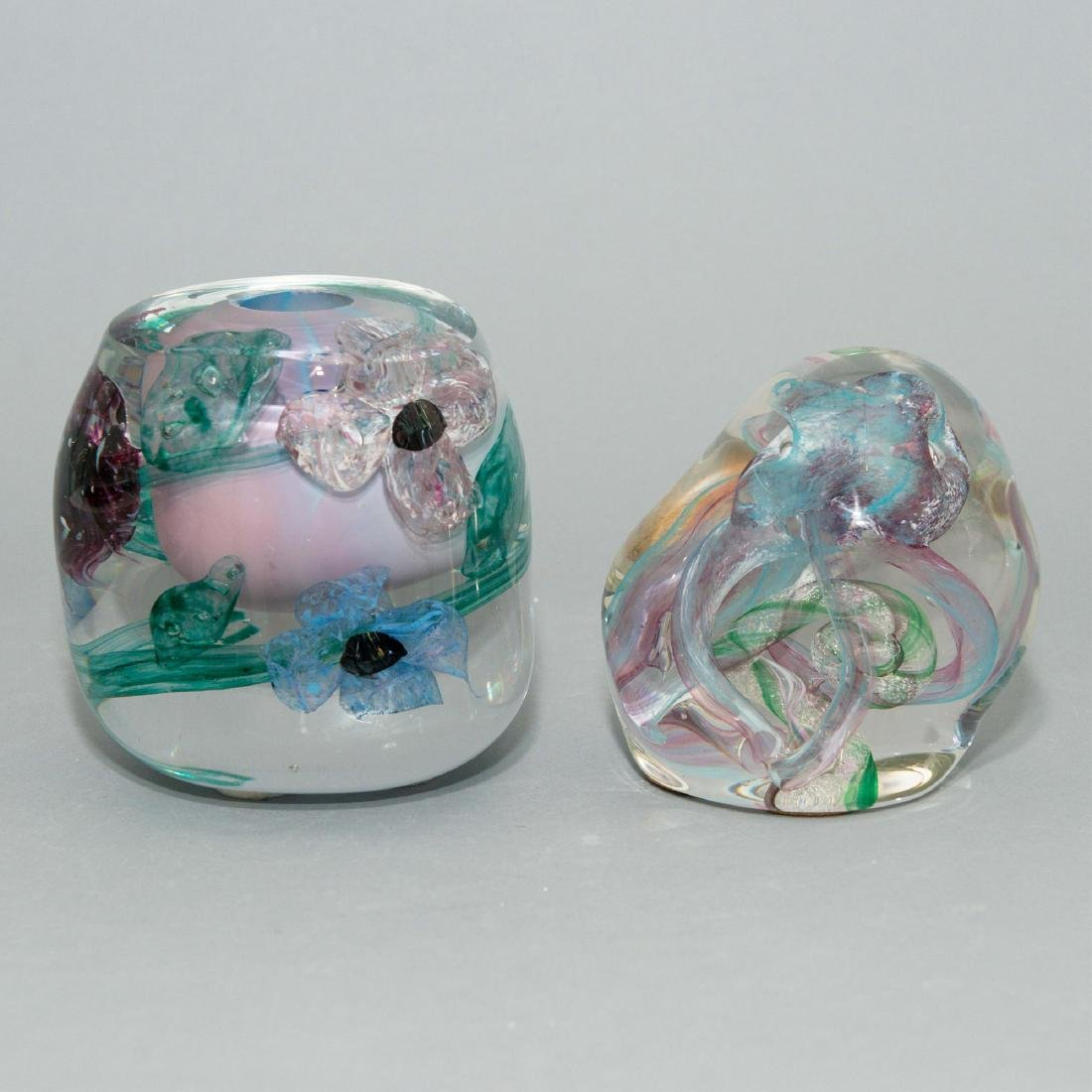 PAIR OF LISA LEYDON ART GLASS VASE AND SCULPTURE - 3