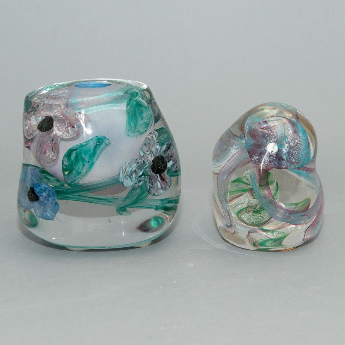 PAIR OF LISA LEYDON ART GLASS VASE AND SCULPTURE - 4