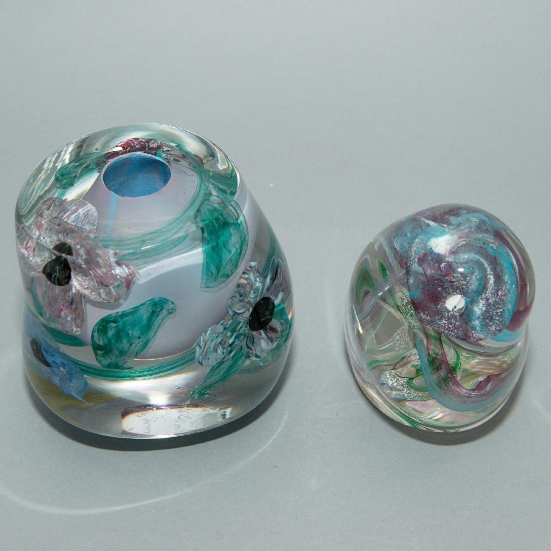 PAIR OF LISA LEYDON ART GLASS VASE AND SCULPTURE - 5