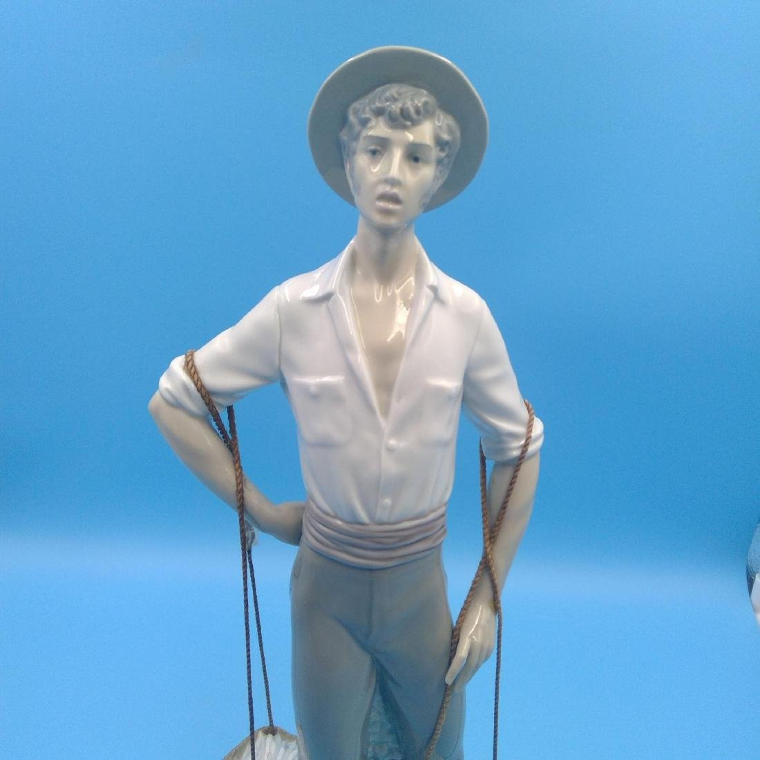 LLADRO LARGE FISHERMAN PORCELAIN FIGURINE - 5
