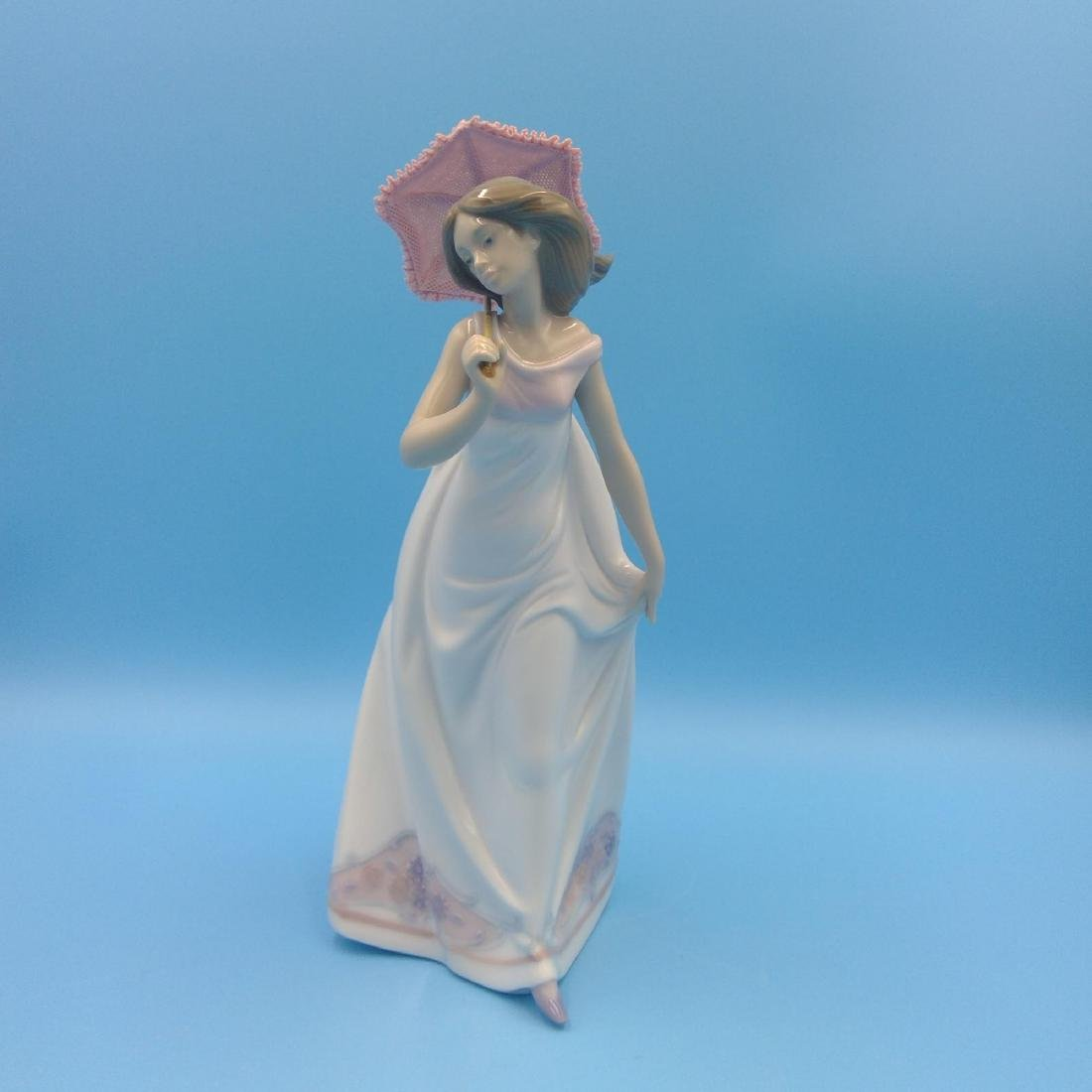 LLADRO PORCELAIN FIGURINE GIRL WITH UMBRELLA