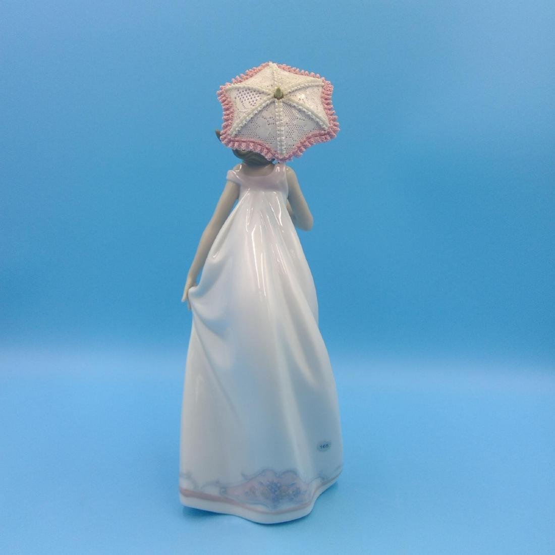LLADRO PORCELAIN FIGURINE GIRL WITH UMBRELLA - 3