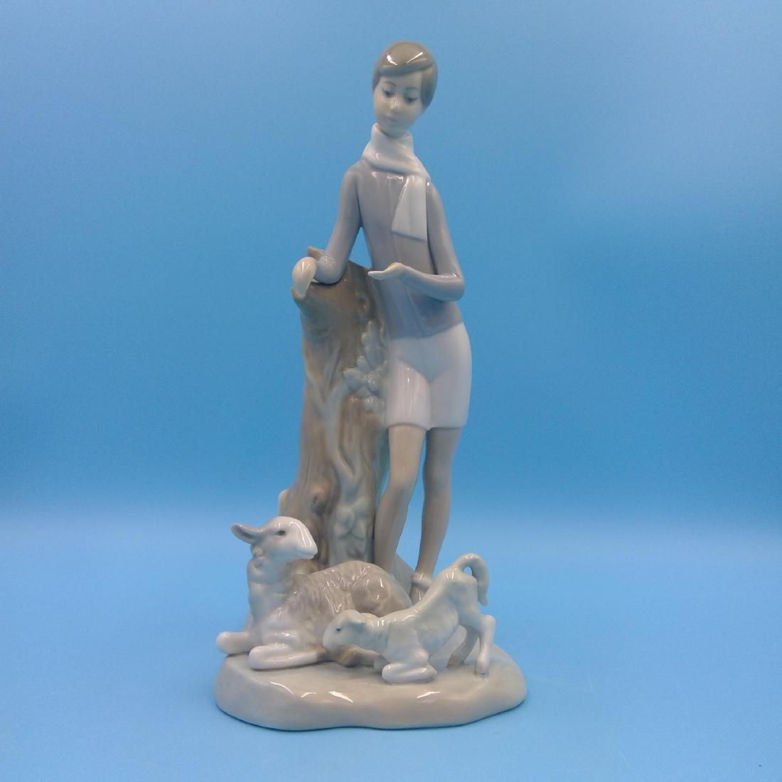 LLADRO PORCELAIN FIGURINE BOY WITH LAMBS