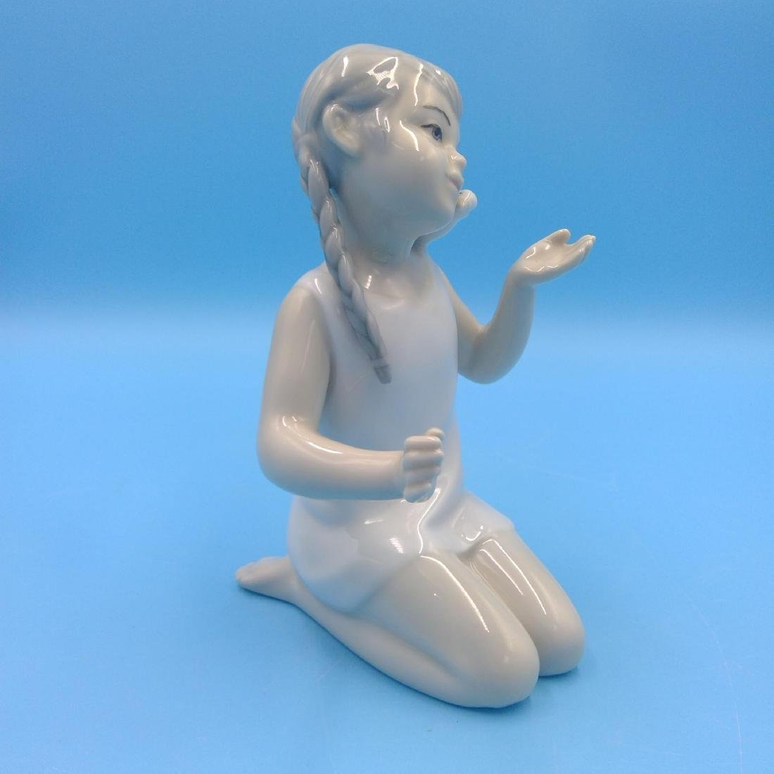 GROUP OF 3 SPANISH PORCELAIN FIGURINES - 10