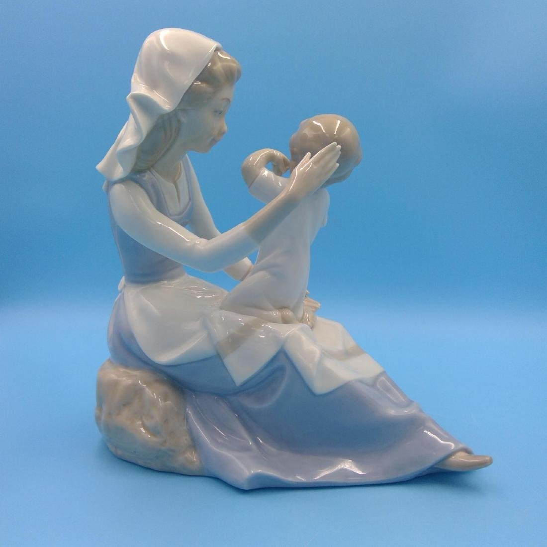 GROUP OF 3 SPANISH PORCELAIN FIGURINES - 7
