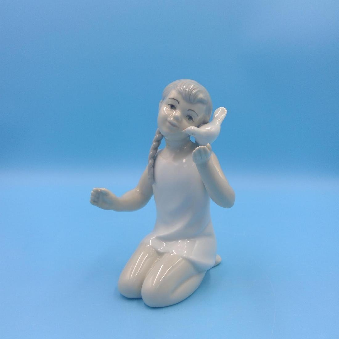GROUP OF 3 SPANISH PORCELAIN FIGURINES - 9