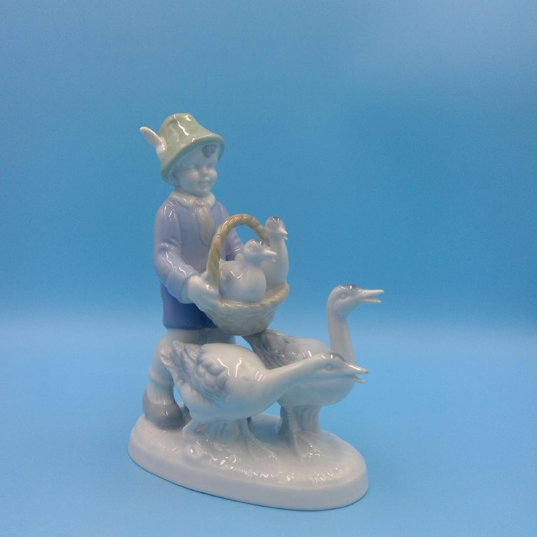GROUP OF 7 GERMAN PORCELAIN FIGURINES - 7
