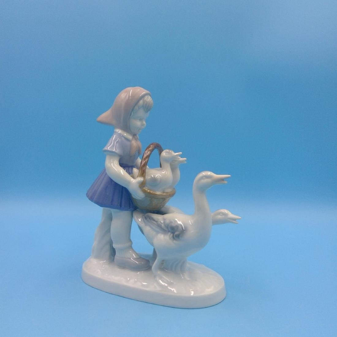 GROUP OF 7 GERMAN PORCELAIN FIGURINES - 8