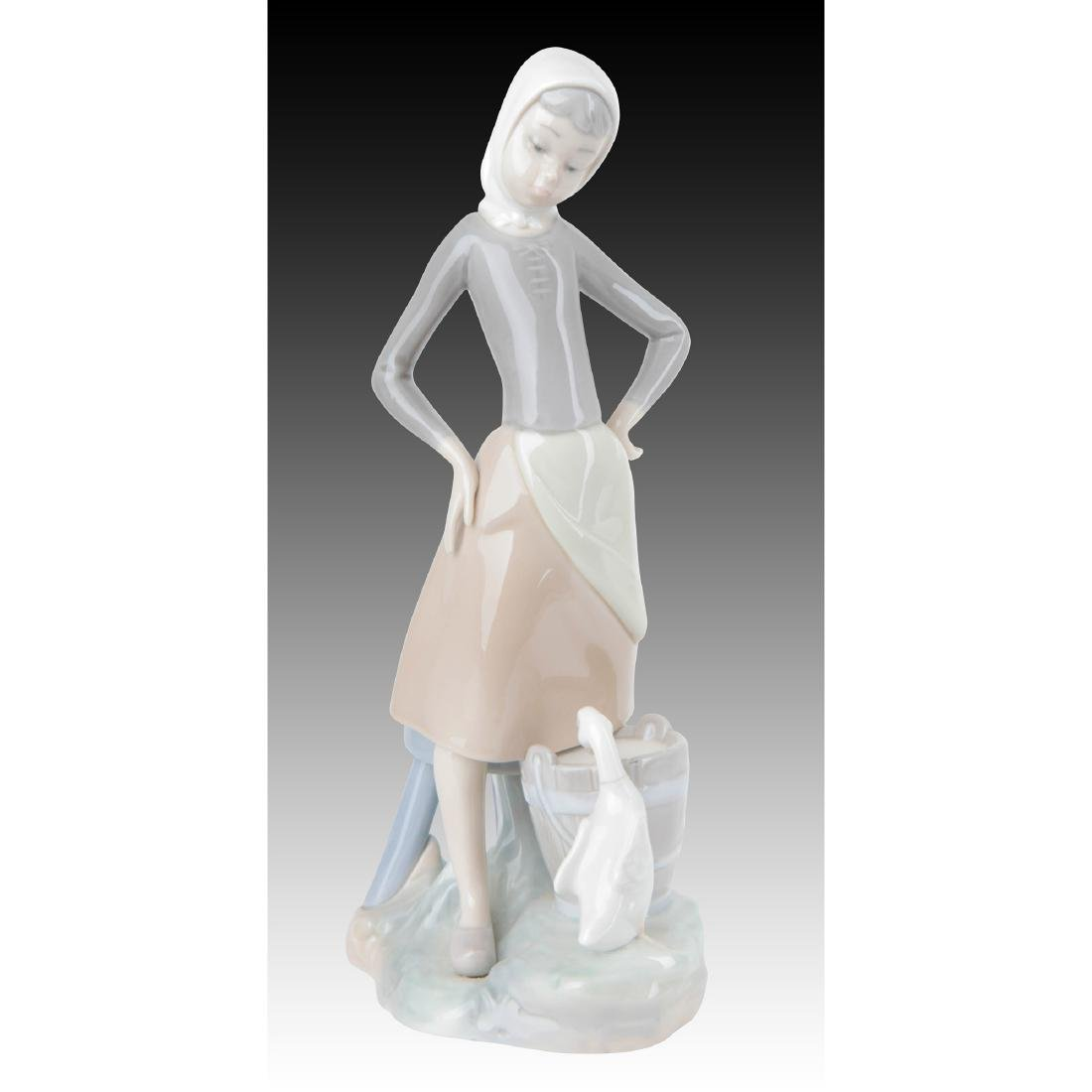 LLADRO GIRL WITH MILK PAIL FIGURINE 4682 RETIRED