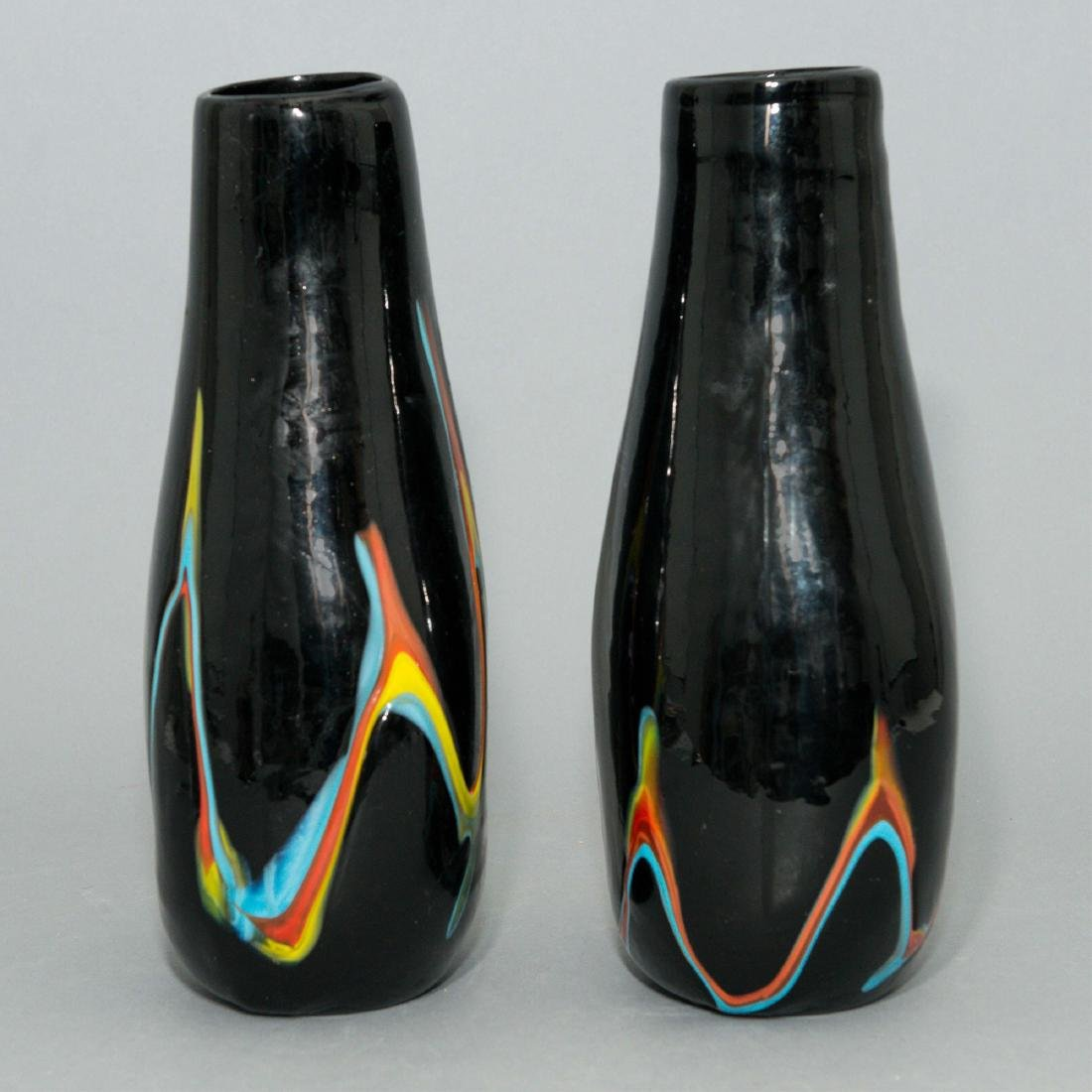 PAIR OF HAND-BLOWN AMERICAN DECORATIVE GLASS VASES - 2