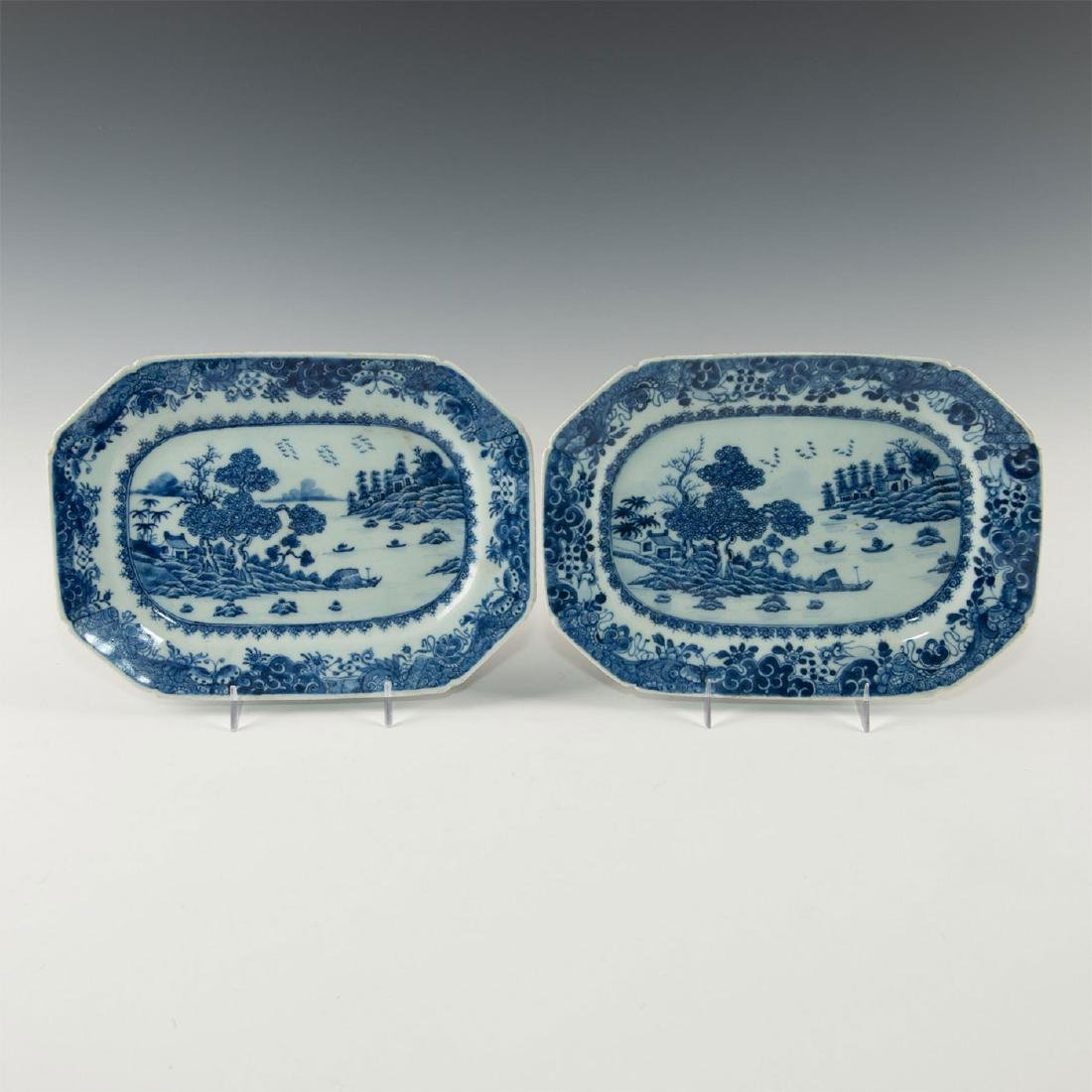 TWO BLUE WHITE CHINESE PORCELAIN SMALL PLATTERS IN