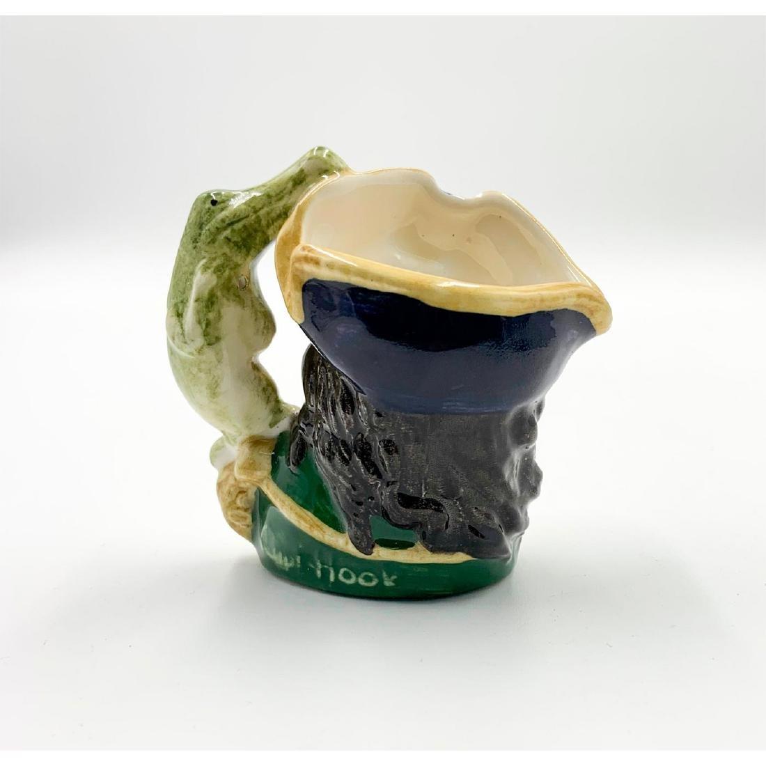 ROYAL DOULTON MINI CHARACTER JUG CAPT HOOK D6605 - 2
