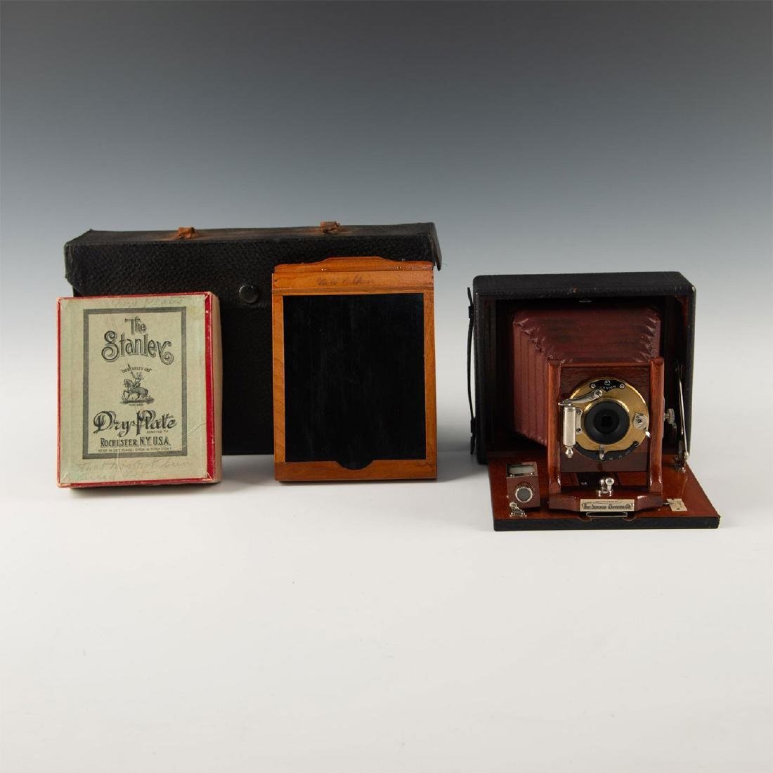 MAHOGANY ANTIQUE PLATE CAMERA IN CASE WITH UNUSED FILM
